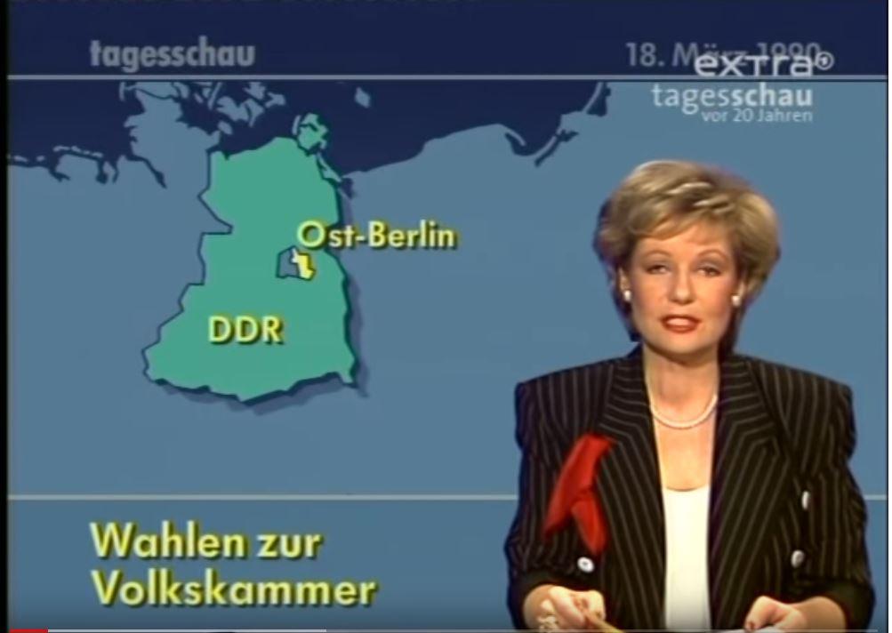 """Bild der Tagesschau vom 18. März 1990 mit der Tageschausprecheerin und dem Titel """"Wahlen zur Volkskammer"""""""