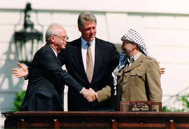 https://commons.wikimedia.org/wiki/File:Bill_Clinton,_Yitzhak_Rabin,_Yasser_Arafat_at_the_White_House_1993-09-13.jpg