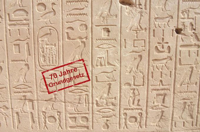 https://pixabay.com/de/photos/hieroglyphen-pharaonen-%C3%A4gypten-429863/