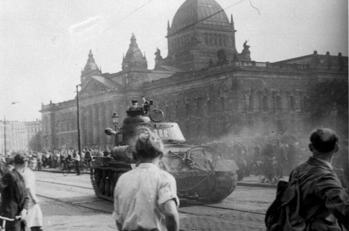 https://commons.wikimedia.org/wiki/File:Bundesarchiv_Bild_175-14676,_Leipzig,_Reichsgericht,_russischer_Panzer.jpg