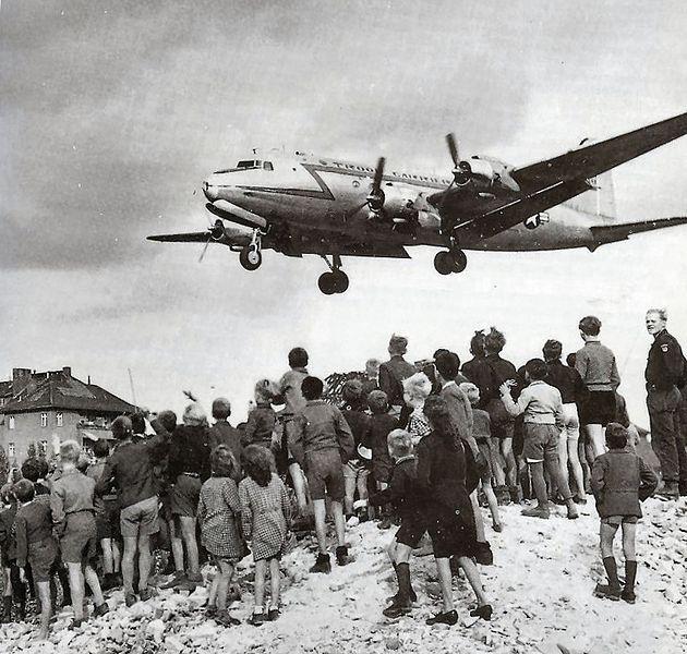 https://commons.wikimedia.org/wiki/File:C-54landingattemplehof.jpg